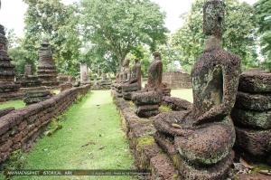 โครงสร้างพระพุทธรูปข้างในเป็นศิลาแลง ล้วค่อยเอาปูนมาโปะ (ประหนึ่งโครงกันดั้ม 555)