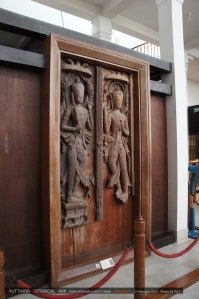 ประตูไม้ที่เจดีย์วัดพระศรีสรรเพชญ์