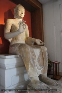 พระพุทธรูปศิลาขาวสูง 3.68 เมตร