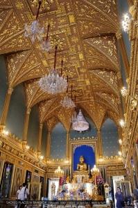 พระพุทธอังคีรส ใต้พระประธานมีพระสรีรังคารของ ร.5 และกษัตริย์คนอื่นๆ