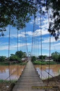 สะพานคนเดินข้ามแม่น้ำ