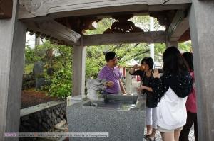ก่อนเข้าศาลเจ้าที่ญี่ปุ่นต้องล้างมือให้สะอาด และทำใจให้บริสุทธิ์