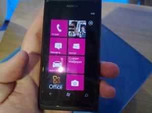 สุดท้ายก็เสร็จความสวยของ UI พวกโทรสัพย์ยุคใหม่จนได้ ...อ้าว นี่มัน วินโดว์โฟนหนิ 555