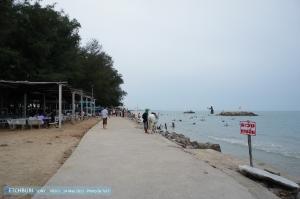 ริมหาดประมาณนี้ อาหารหาดนี้เคยไป 2 ครั้ง ไม่อร่อยทั้งสองครั้ง แต่ถ้าชอบเผ็ดก็ไปลองได้นะ