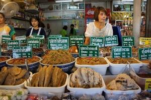 ของเด็ดที่นี่ที่แม่ชอบคือปลาร้า อร่อยมาก