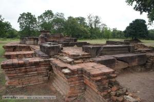 โบราณสถานหมายเลข 1 คาดว่าสร้างในสมัยขอม