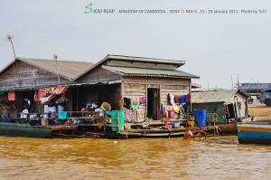 การใช้ชีวิตอยู่กลางน้ำ ส่วนใหญ่เป็นชาวเวียดนามที่อพยพมา