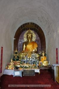 พระเจ้า 700 ปี (สร้างปี 2539) กับพระพุทธชัยมงคลอายุ 1,500 ปี