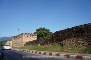 กำแพงเมืองเดิม